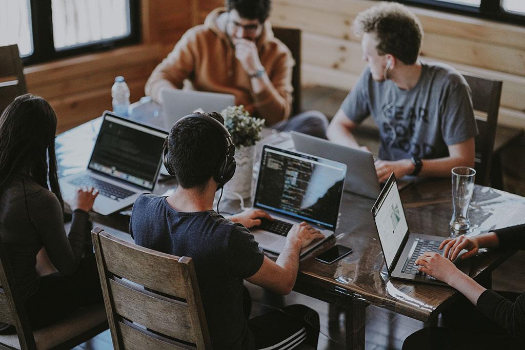 چگونه کارمندان با انگیزه تری برای موفقیت سازمانی داشته باشیم؟
