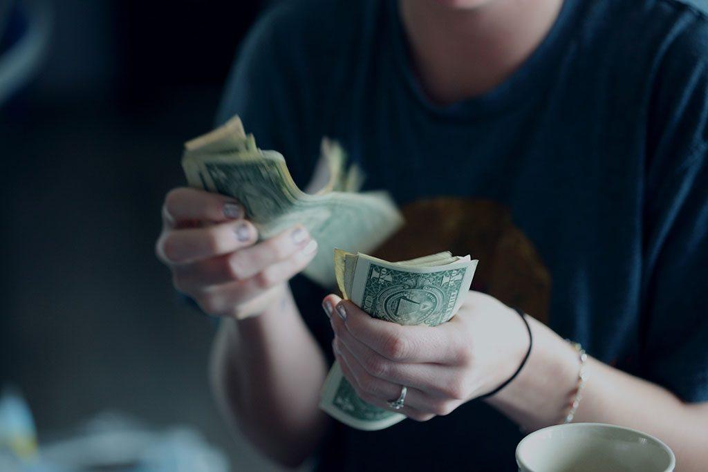 ۱۰ روش مدیریت پول و تنظیم بودجه برای مدیریت بهتر هزینه های زندگی